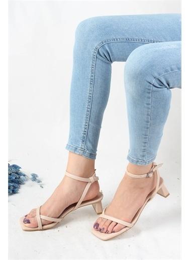 Modabuymus Modabuymus Parmak Arası Kısa Topuklu  Kadın Sandalet - Serro Ten